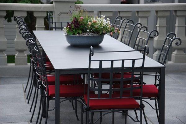 Smidesstolar och smidesbord från Italien för uteplatsen