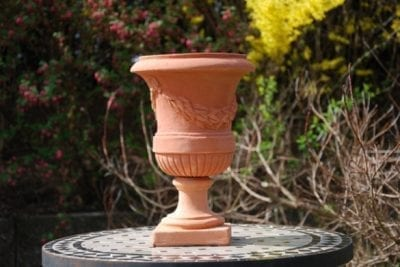 Urna på fot Vaso Mediceo con Festone frosttålig Italiensk terracotta