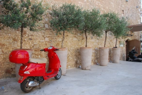 Vespa terrakottakrukor Kreta och Cadabra