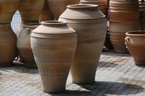 Bottle handdrejade höga urnor i terrakotta från Kreta