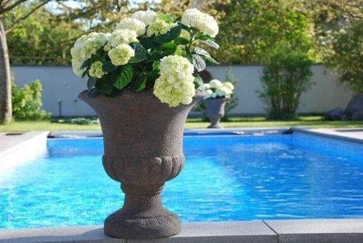 Vaso Coppa stora frosttåliga urnor på fot från Cadabra Design