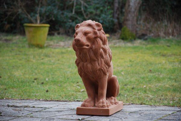 Lejonstatyer i handgjord italiensk terrakotta