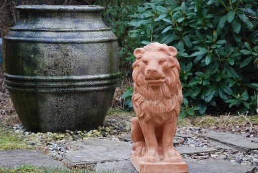 Lejonstatyer i handgjord toscansk terrakotta