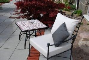 Smidesbord kakel röd palestina utemöbler