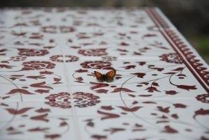 Smidesbord Palestina med rött kakel utemöbler