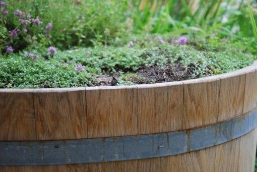 Svensktillverkade ektunnor för trädgård som odlingstunnor och vattentunnor