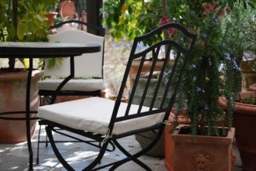 smidesstolar fallbara i svart smide från Italien smidesmobler utemobler