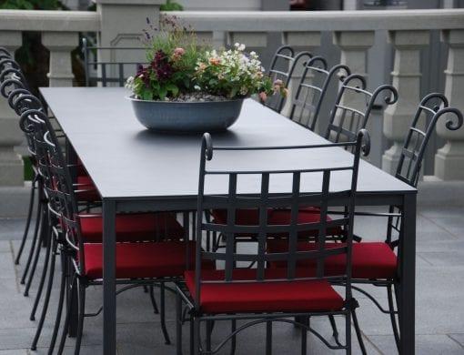 utemöbler smidesbord handgjorda iItalien för uteplatsen smidesmöbler