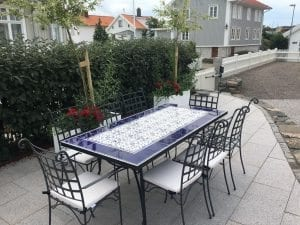 kakelbord smidesbord och Piazza smidesstolar för medelhavsträdgården