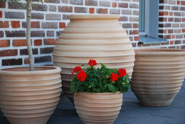 Koronios handdrejad stor urna i terrakotta från Kreta