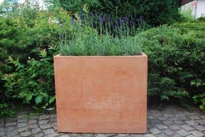 hog rektangular terrakottakruka terrakottavägg utekruka och avdelare frosttalig planteringskarl