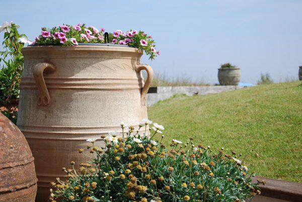 Cadabra Minoan stora urnor och pithos i handdrejad terracotta