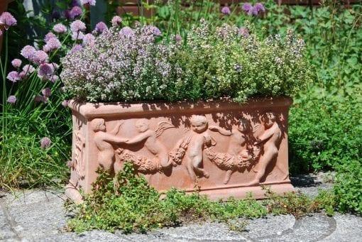 Cassetta con Putti Italienska krukor för balkong och mur
