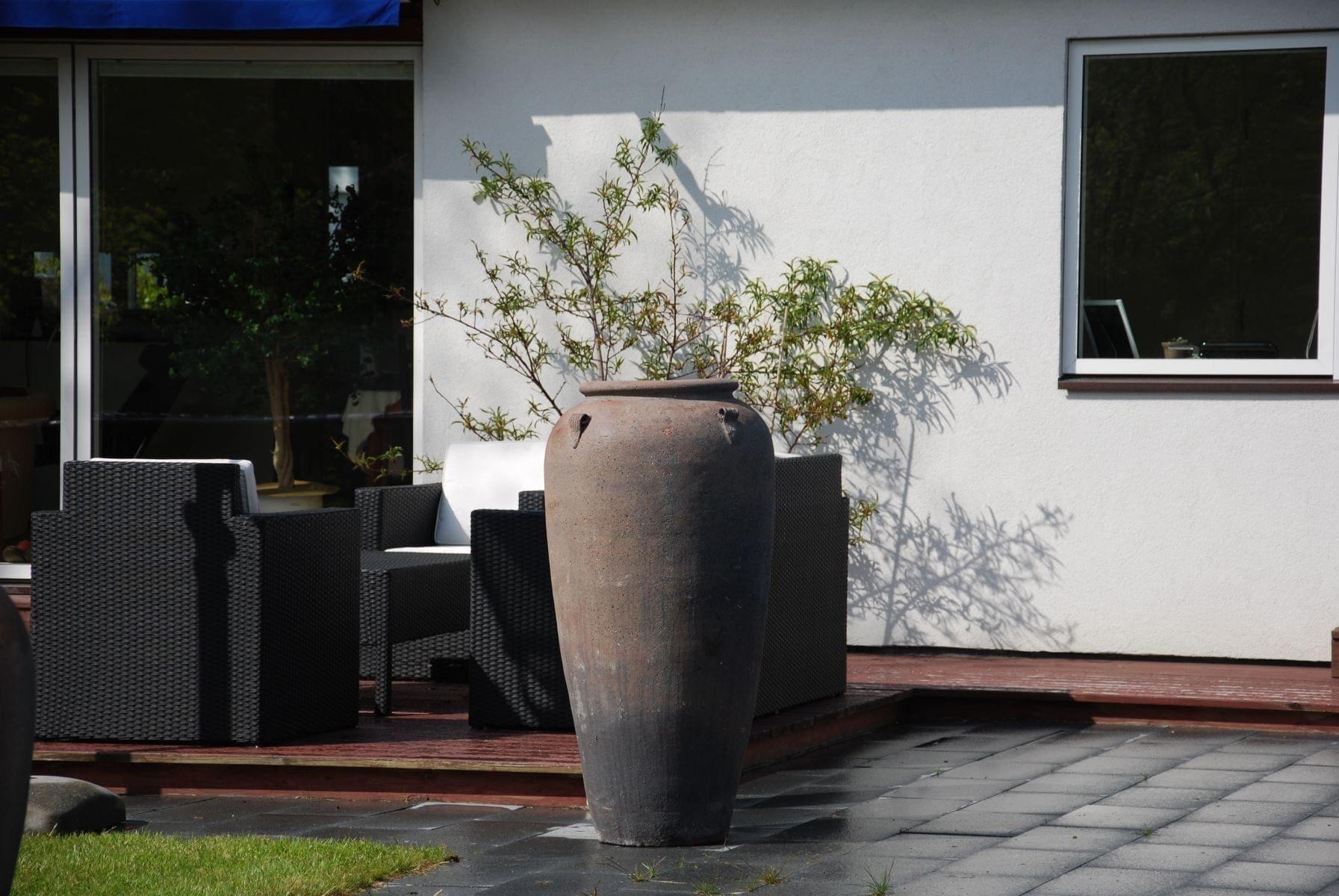 Vaso Stretto stora medelhavsurnor och utekrukor Cadabra Design