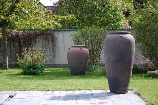 Vaso Stretto Cadabra stora urnor och frosttåliga krukor för utomhus