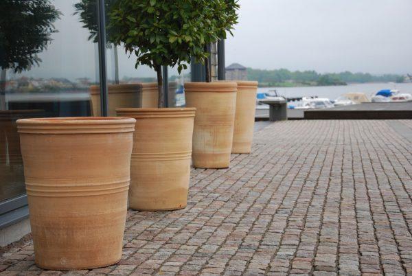 Astra snygga stora och höga terrakottakrukor för utemiljö Cadabra