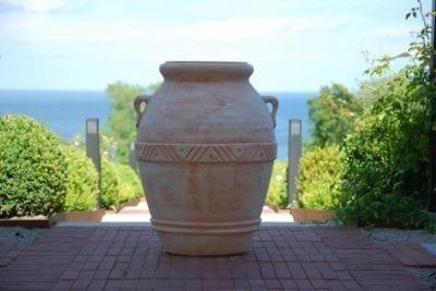 Olivoljekrus Orcio Toscano i handbyggd terrakotta