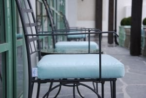 Piazza karmstol italienska smidesmöbler med dynor