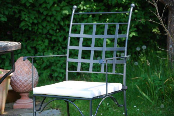 Piazza karmstol smidesstol från Italien