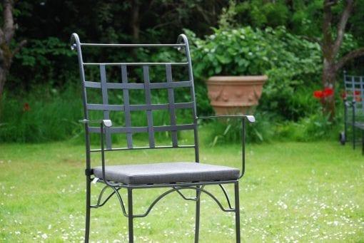 Piazza exclusiv karmstol i smide för uteplatsen