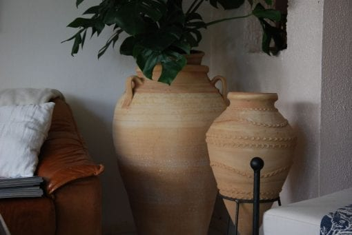Pithos stora handdrejade urnor Kreta interior garden design