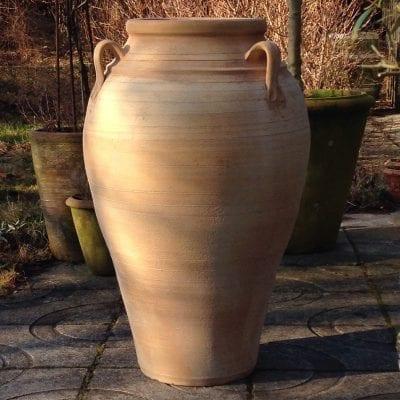 Pithos stora urnor och krukor i handdrejad terrakotta