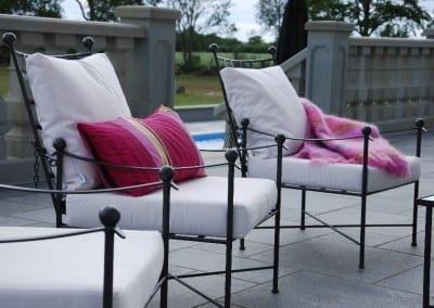 Orangeri miljö med exklusiva Italienska smidesmöbler frosttåliga stora krukor från Cadabra Design