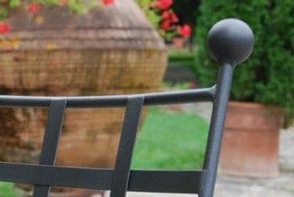 Medelhavsträdgård och orangeri miljö med Italienska smidesmöbler
