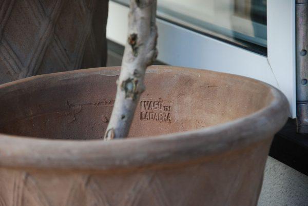 Cadabra Rombo chocolate terrakottakrukor i Italiensk design för uteplatsen