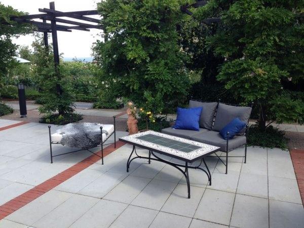 Smidesbord med kakelskiva Cadabra medelhavsmiljö utemöbler smidesmöbler