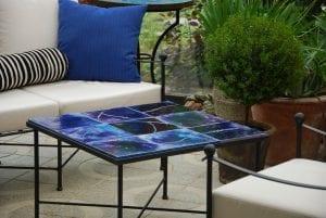 Smidesbord med mosaik och keramik från Italien (2)