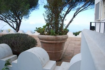 Vaso Liscio doppio bordo stora froståliga krukor från Italien för medelhavsträdgården