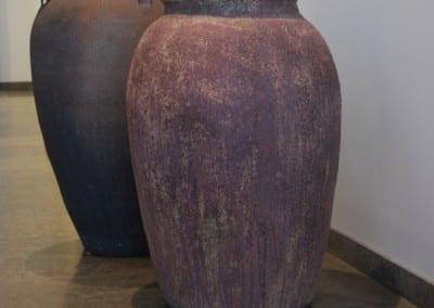 vaso barile och emporia stora urnor i hotellobbyn cadabra