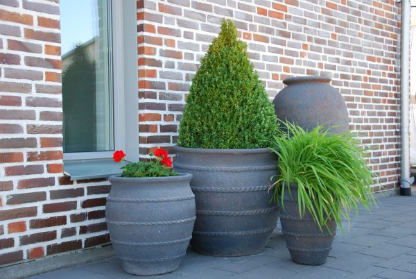 Vaso Colosseo stora planteringskärl och krukor ute året om gardendesign interiordesign utekrukor