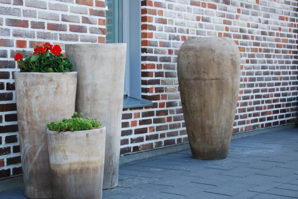 Vaso Goccia stora urnor i frosttålig terrakotta