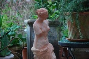 Venus di Milo Italiensk staty i terrakotta interior garden design trädgårdskonst
