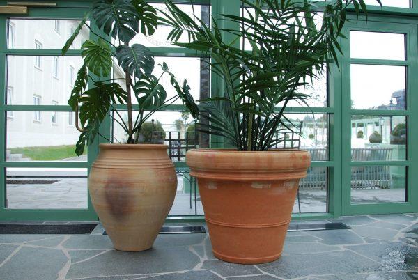 Taras terrakottakrukor och urnor från Kreta utekrukor trädgårdskrukor frosttåligt