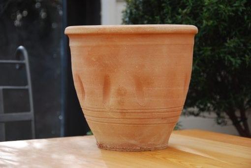 Liten terrakottakruka - Dimple handdrejad kruka från Kreta