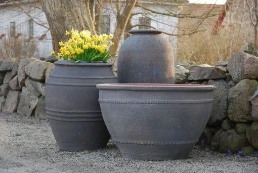 urnor olivo gigante i grupp med utekrukor i frosttåligt stengods interior design publik miljö