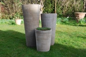 Vaso Cono Chocolate Scratch höga krukor i terrakotta garden interior design