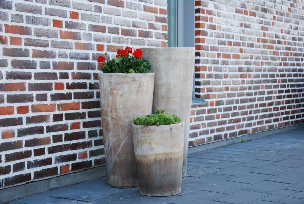 Vaso Cono Lungo Plain höga stora krukor i terrakotta gardendesign och interiordesign