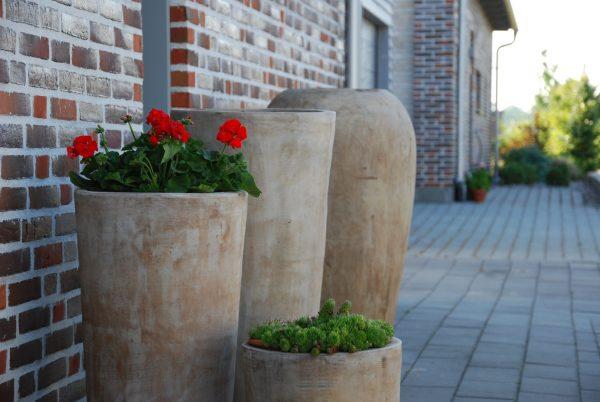 Vaso Cono Lungo Plain höga krukor i terrakotta gardendesign4