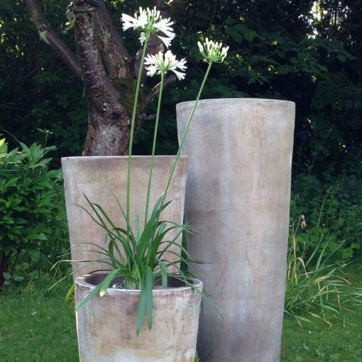 Vaso Cono Lungo Plain höga krukor i terrakotta gardendesign hotelldesign