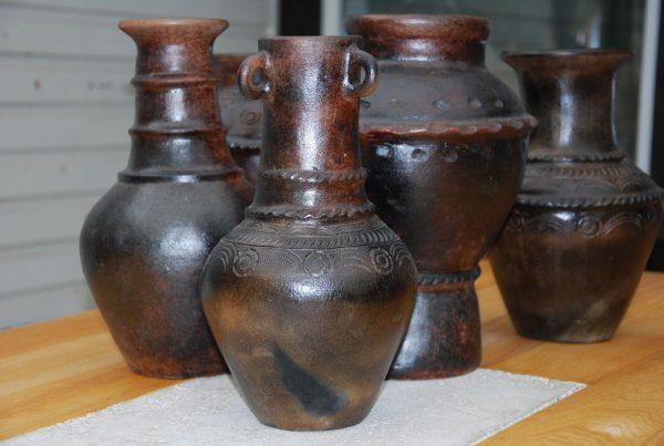 Bau Truc D inredning lerkrus lerkärl interior design vas krukor urnor
