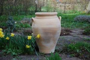 Michalis handdrejad frosttålig stor urna från Kreta interiordesign utekrukor trädgårdskrukor kärl