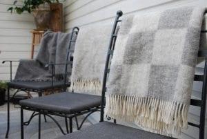 Gotländska ullplädar till smidesmöbler