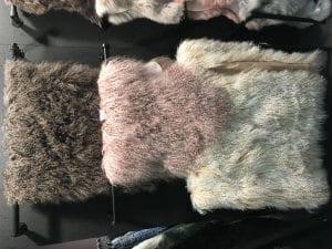 Tibetansk lammfäll gammalrosa för smidesmöbler