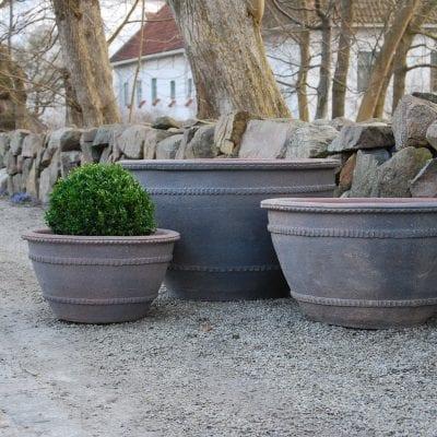 stora planteringskärl wide fired earth stora krukor ute park och trädgård utekrukor