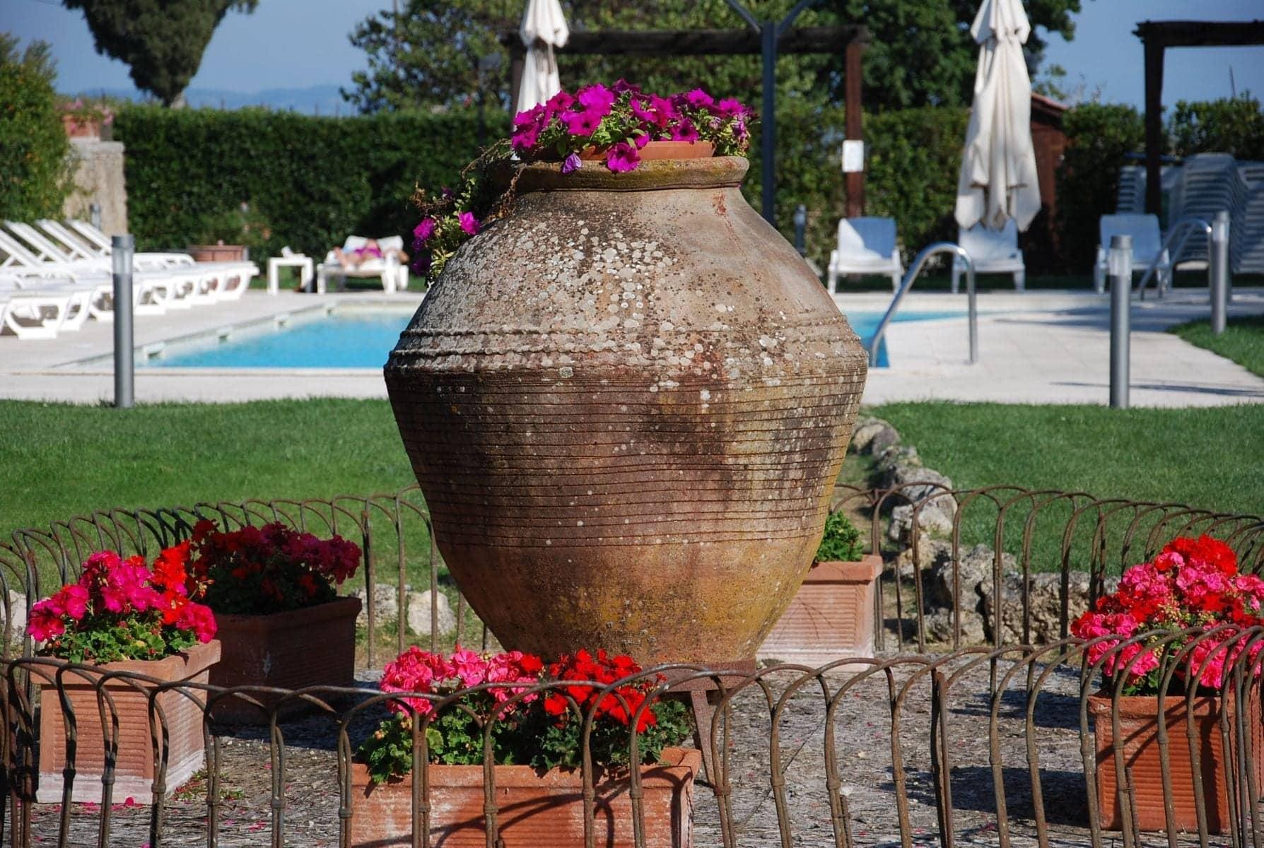 Antika olivoljekärl i terrakotta stora urnor terrakottakrukor