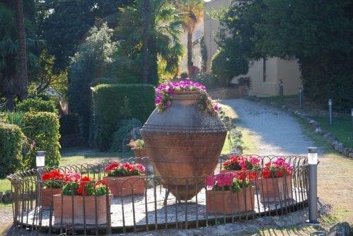 Antika stora olivoljekärl i terrakotta terrakottakrukor krus urnor